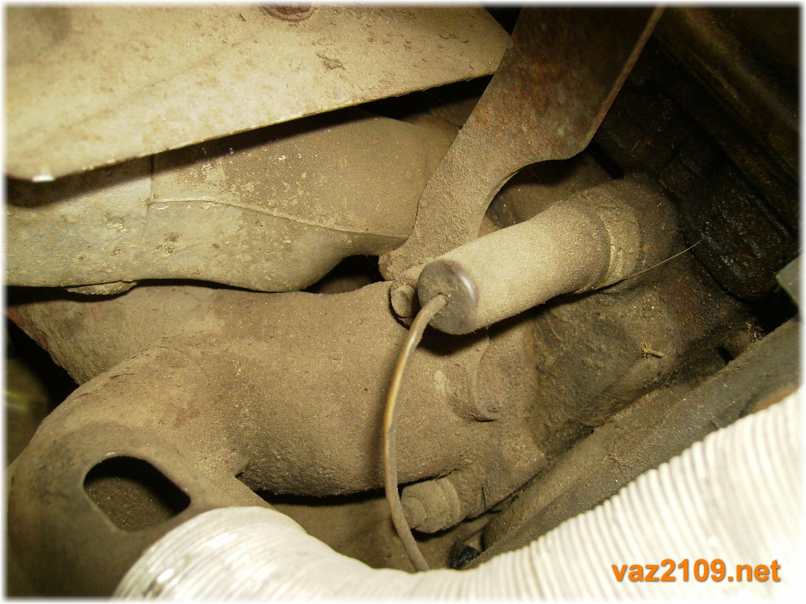 Где находится датчик давления масла ваз 2109 карбюратор