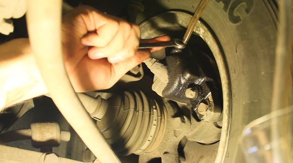 Как правильно прокачать тормоза на ваз 2109 последовательность